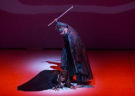 In guerra, come in amore, vince chi osa. All' AIDA del Teatro Comunale di Bologna manca il vero coraggio